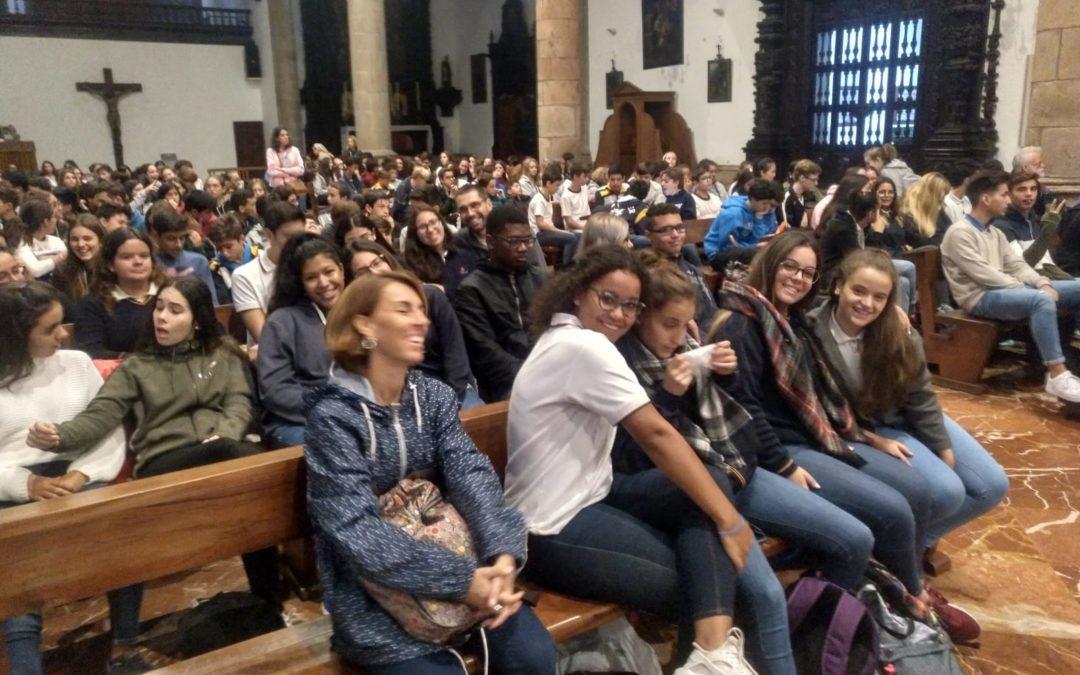 Encuentro de alumnos de religión y de centros católicos junto a la Virgen de Candelaria